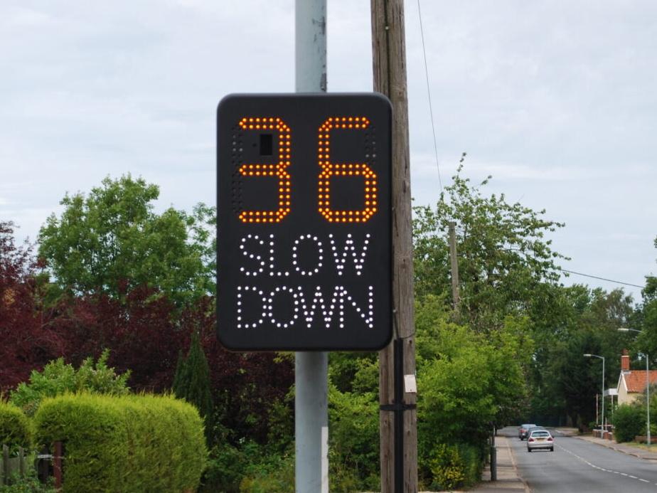 Speed Indicator Device flashing slow down